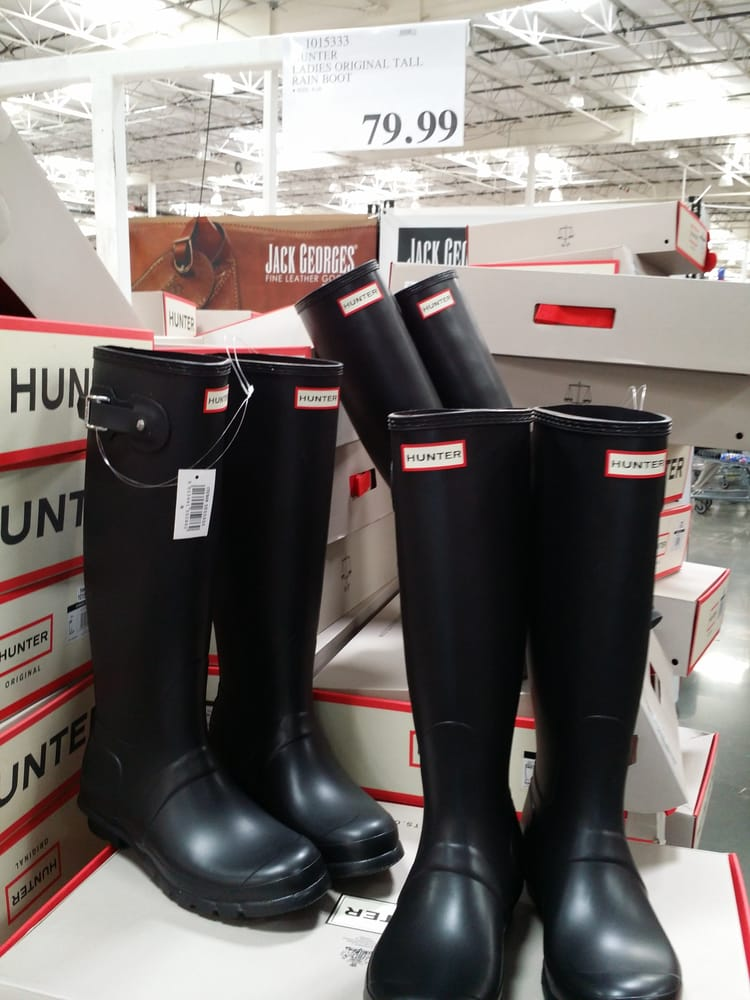 5a366a65cde For all the ladies, HUNTER boots on sale for $79.99 at Fremont ...