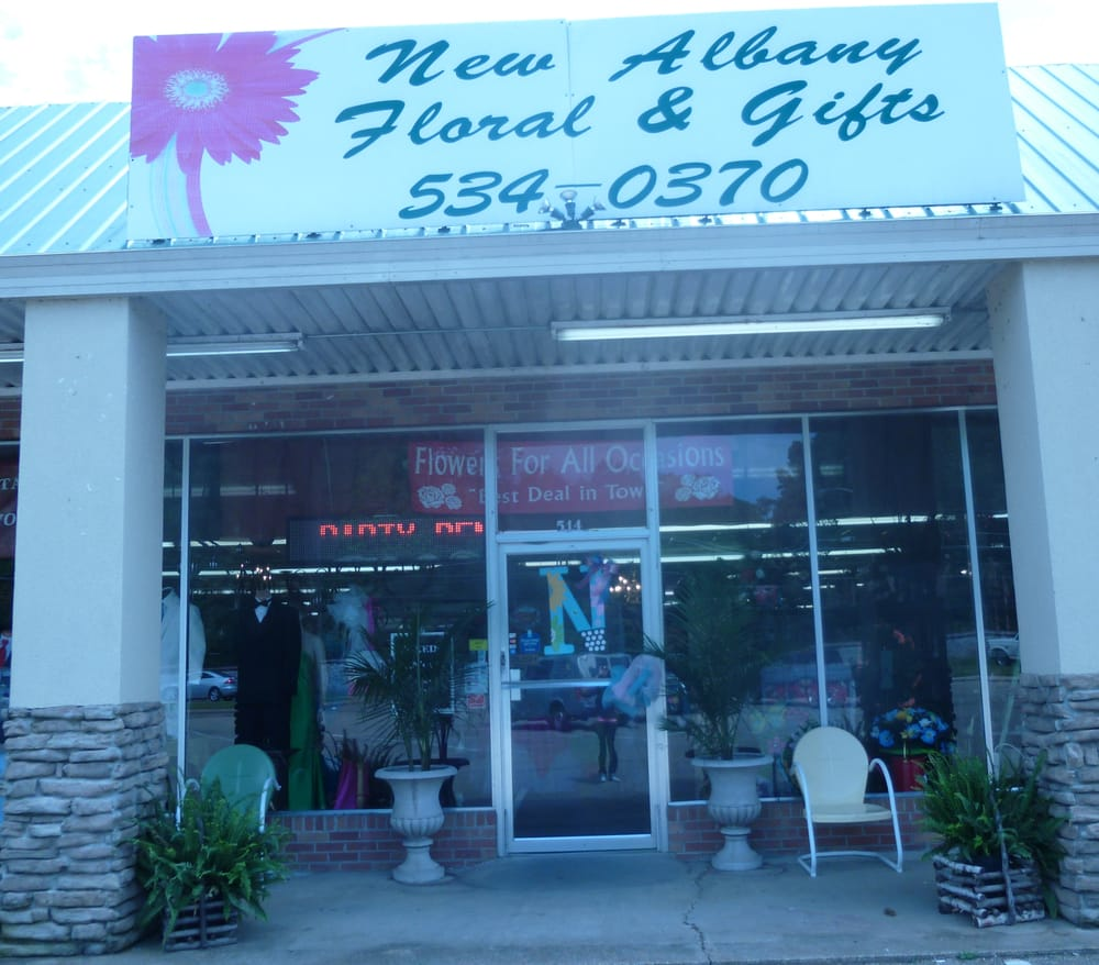 New Albany Floral & Gifts: 514 W Bankhead St, New Albany, MS