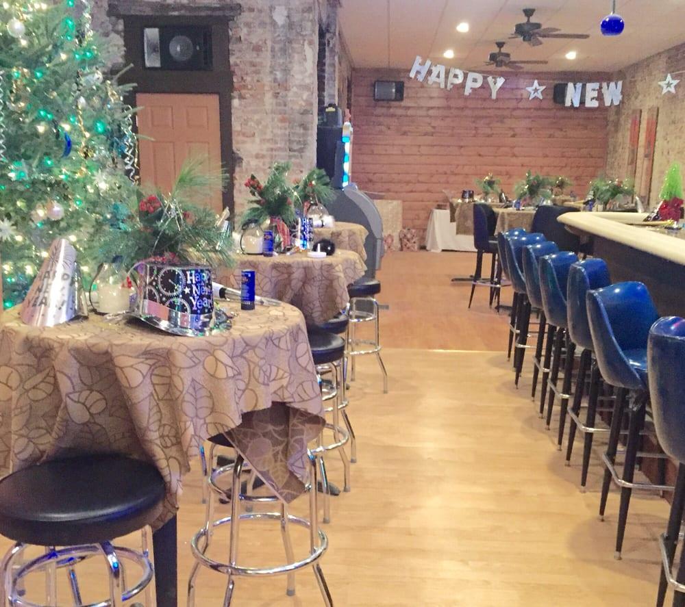 Blue Moon Tavern: 126 W Main St, Barnesville, OH