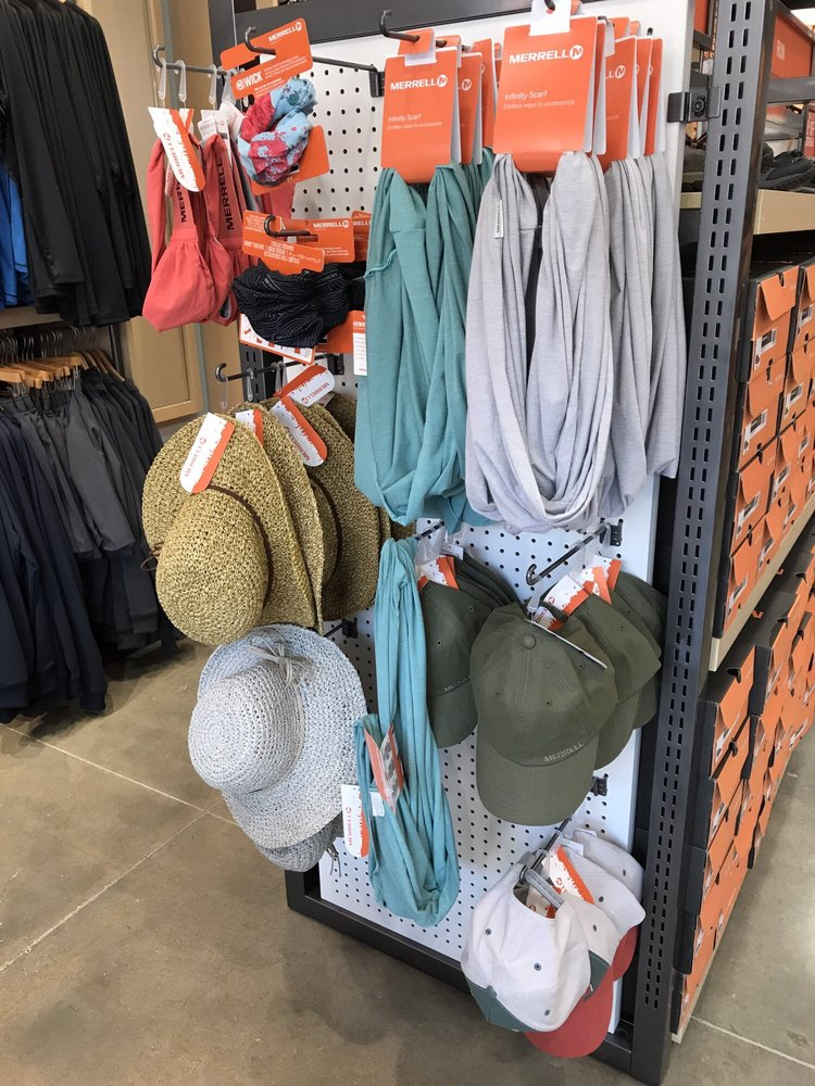 Merrell  Outlet: 18521 Outlet Blvd, Chesterfield, MO
