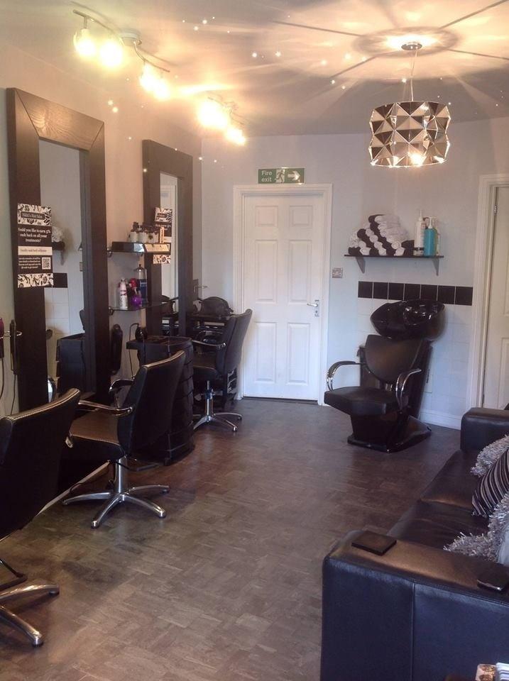 Nikki s hair salon salones de belleza 97 comberton for Nikki o salon lagos