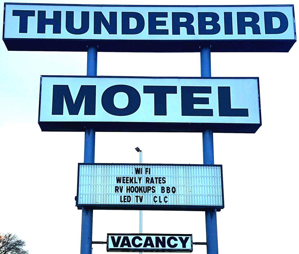 Thunderbird Motel & Rv Park: 819 Pony Express Hwy, Marysville, KS