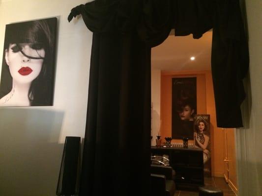 Le miroir coiffeurs salons de coiffure 4 rue maurice for Salon le miroir nantes