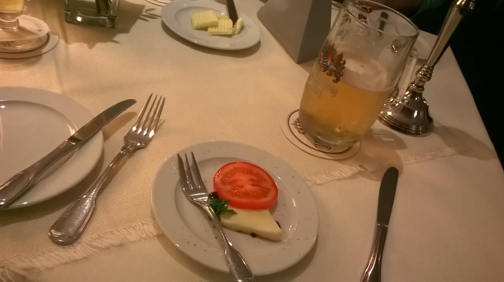 Tomate Mit Mozzarella Als Gruß Aus Der Küche - Yelp