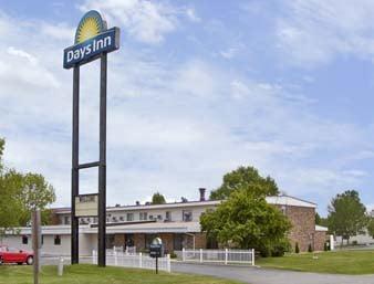 Days Inn by Wyndham Fond du Lac: 107 North Pioneer Road, Fond du Lac, WI
