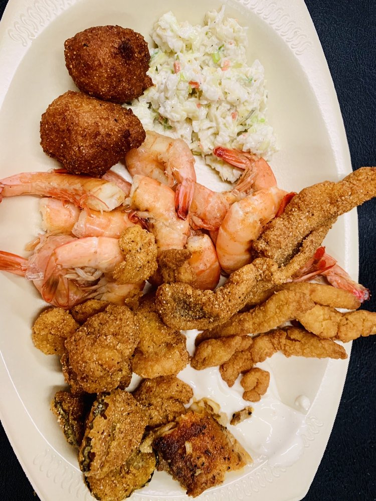 Seafood Junction: 101 Front St, Algoma, MS