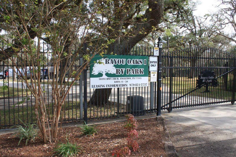 Bayou Oaks RV Park: 18191 S State Hwy 288, Angleton, TX