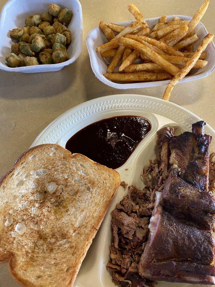 Woodies Smokehouse: 2100 E Kansas Ave, McPherson, KS