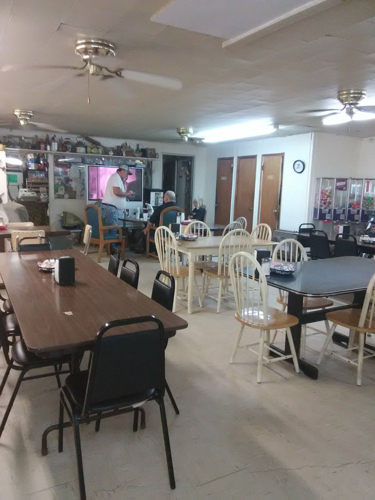 LJ's Cafe & Bait Shop: 3373 North Lake Shore Dr, Lake Village, AR