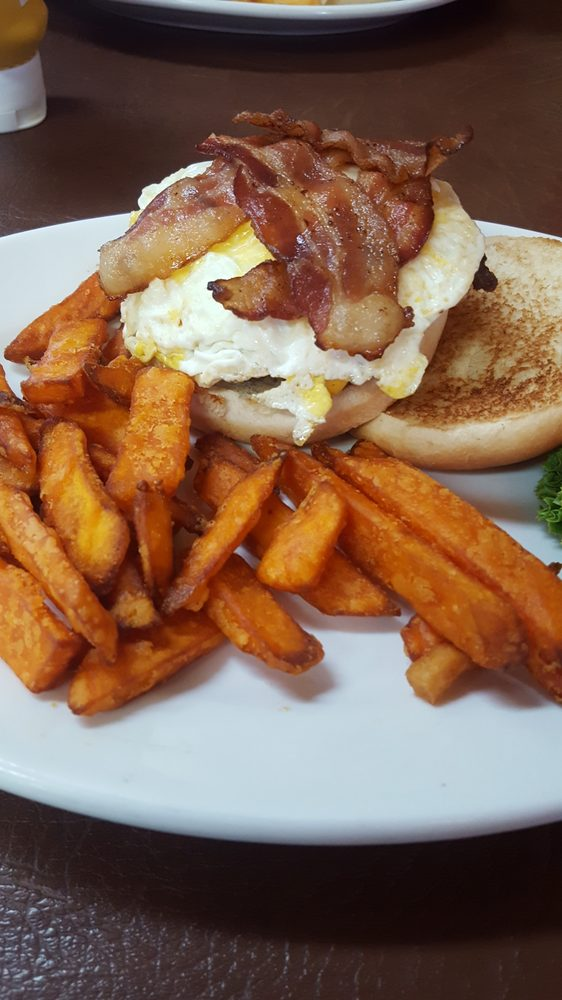 Country Corner Cafe: 1225 S Hwy 39, Stockton, MO