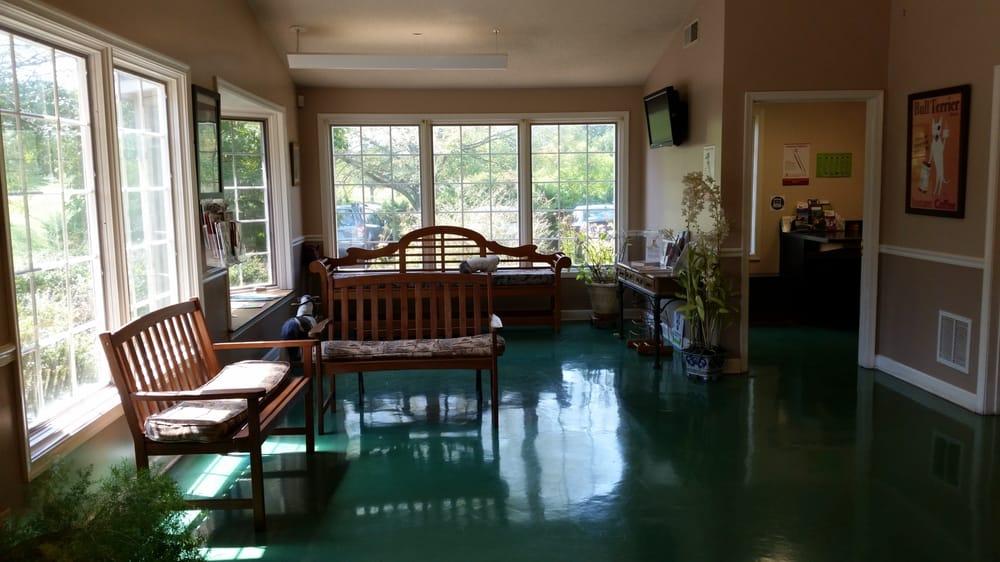 Crozet Veterinary Care Center: 1263 Parkview Dr, Crozet, VA
