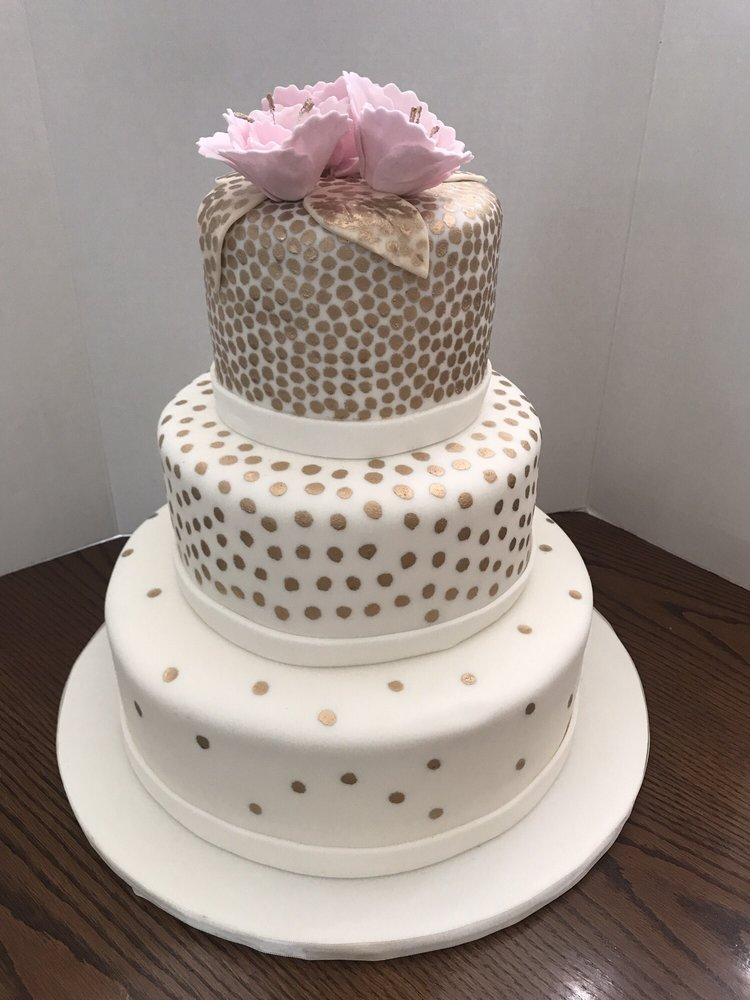 Amazing 15th Birthday Cake Topped With Sugar Made Flowers With Gold