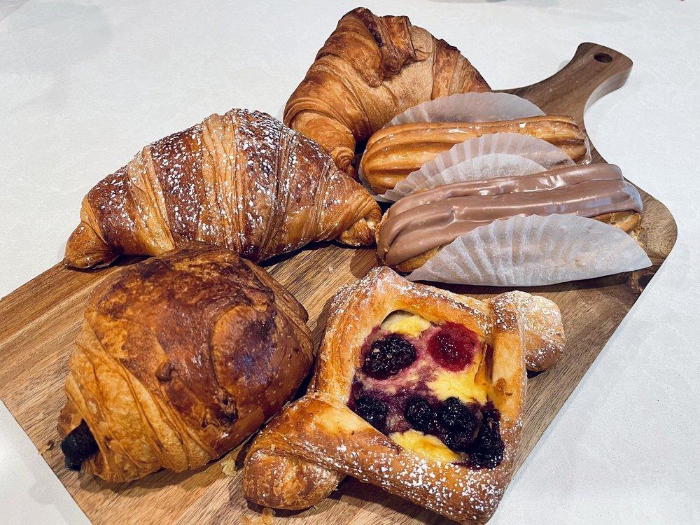 Le Petit Paris - French Bakery: 569 N 155th Plz, Omaha, NE