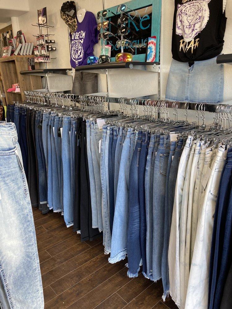 LaRé Boutique: 346 Thain Rd, Lewiston, ID