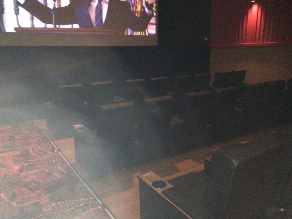 This Is What Theaters Are Like Now Holy Moly Leanback Recliners At