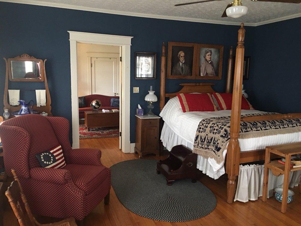 Federal Grove Restaurant and Bed & Breakfast: 475 E Main St, Auburn, KY
