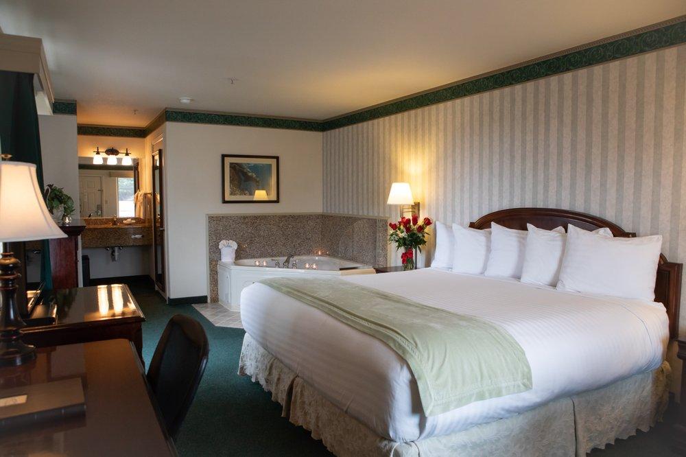 Emerald Dolphin Inn & Mini Golf: 1211 S Main St, Fort Bragg, CA