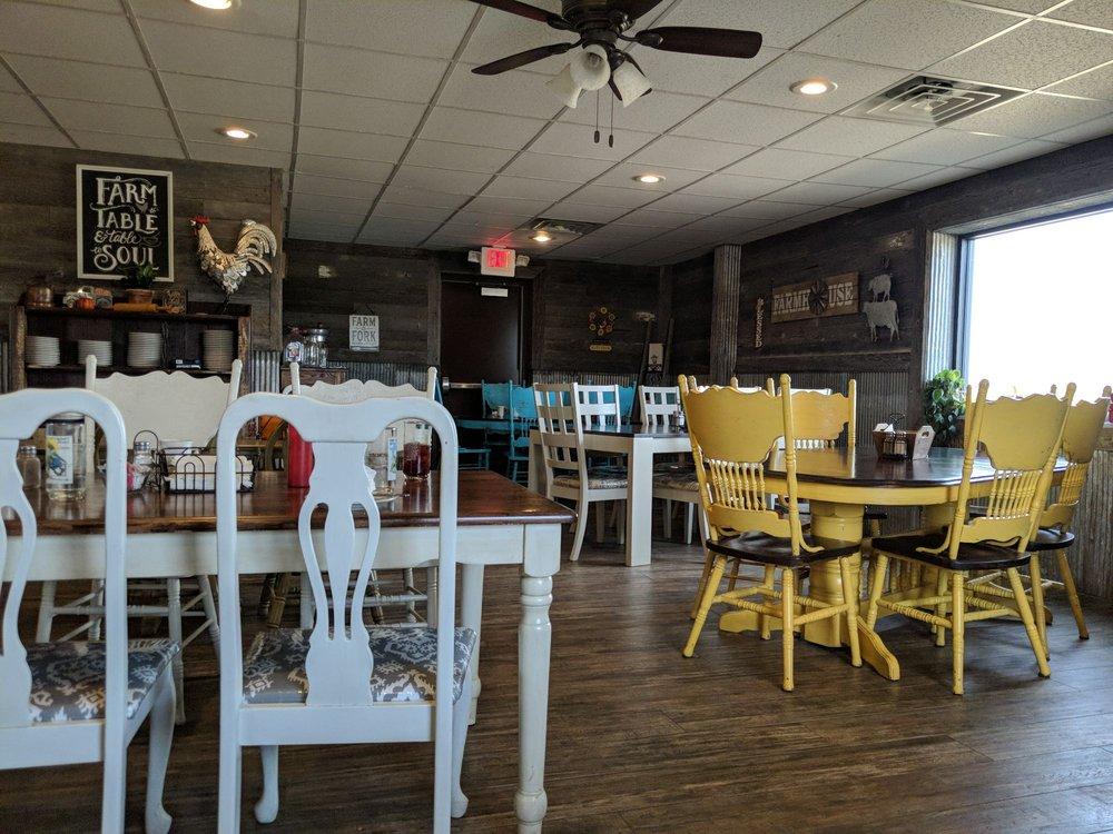 Country Cafe: 89141 Hwy 14, Niobrara, NE