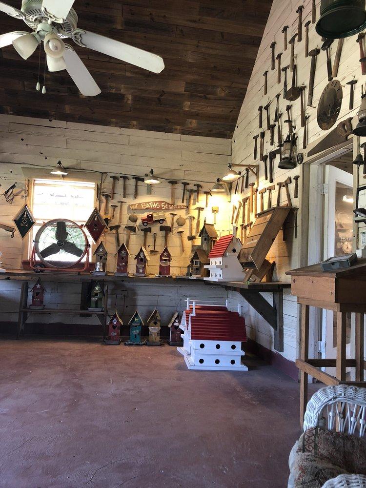Burt's Birdhouses: Carmine, TX