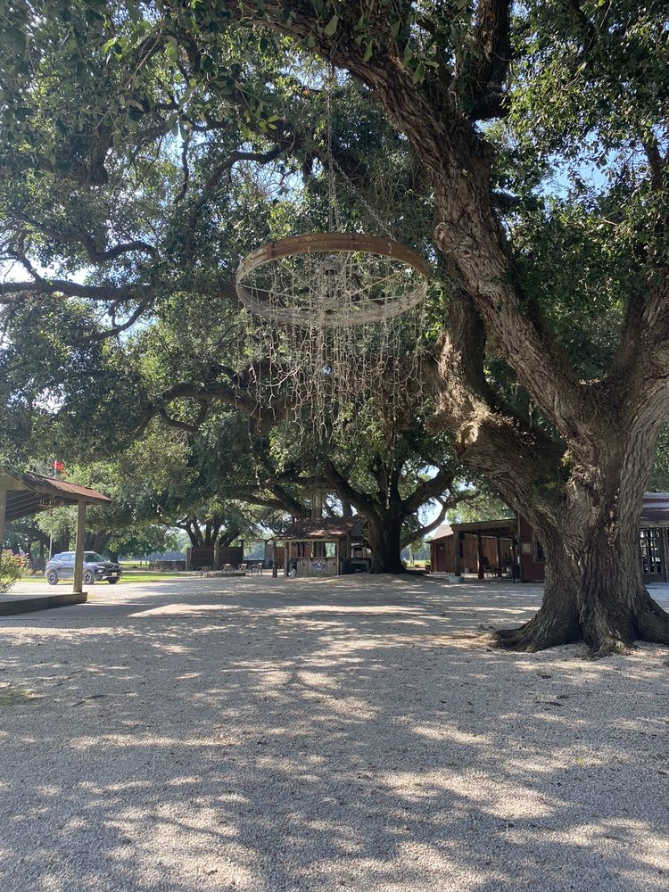 Beneath The Oaks: 1796 Highway 71, Midfield, TX