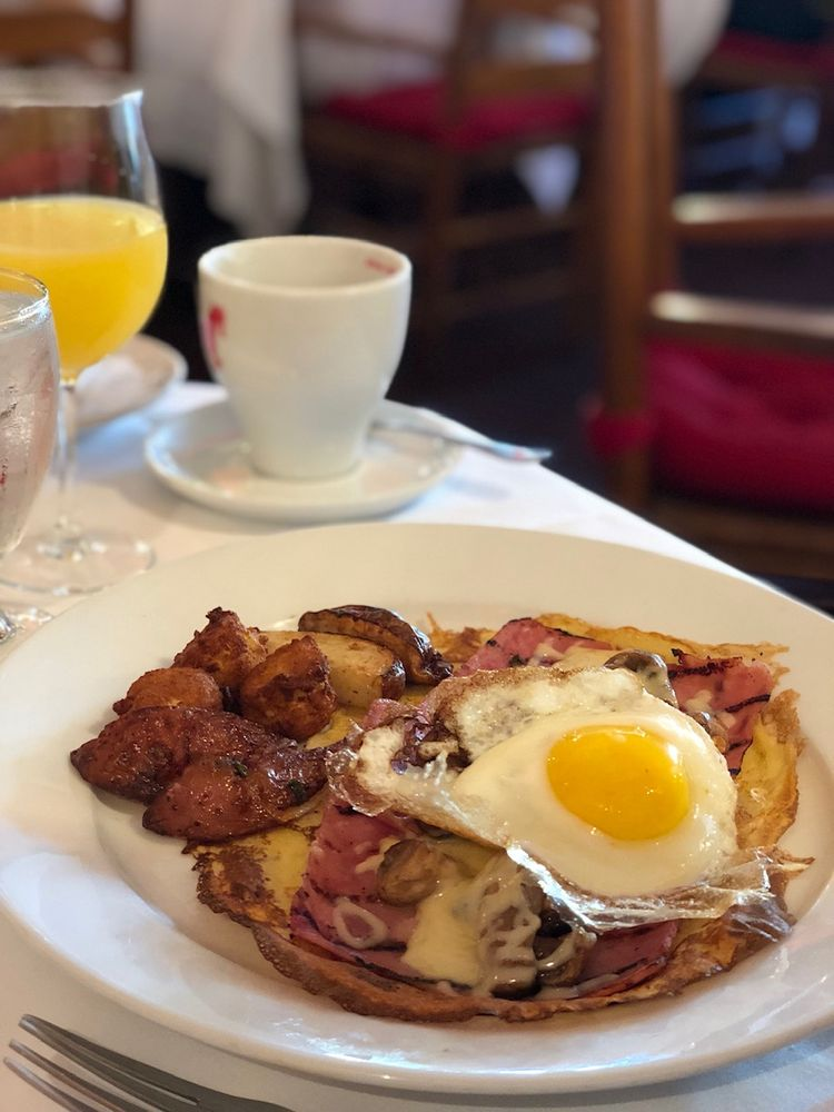 La Côte d'Or Café: 6876 Lee Hwy, Arlington, VA