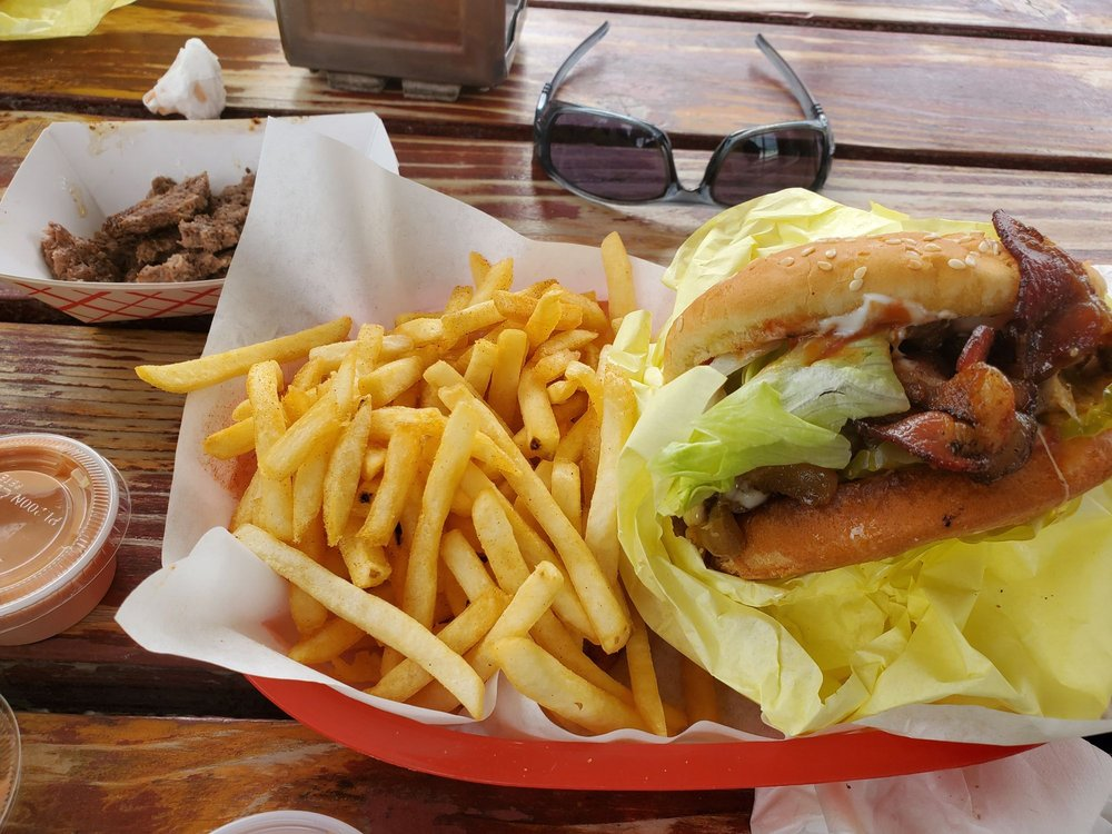 Willy's Burgers & Bullets: 592 2nd Ave, Gold Hill, OR