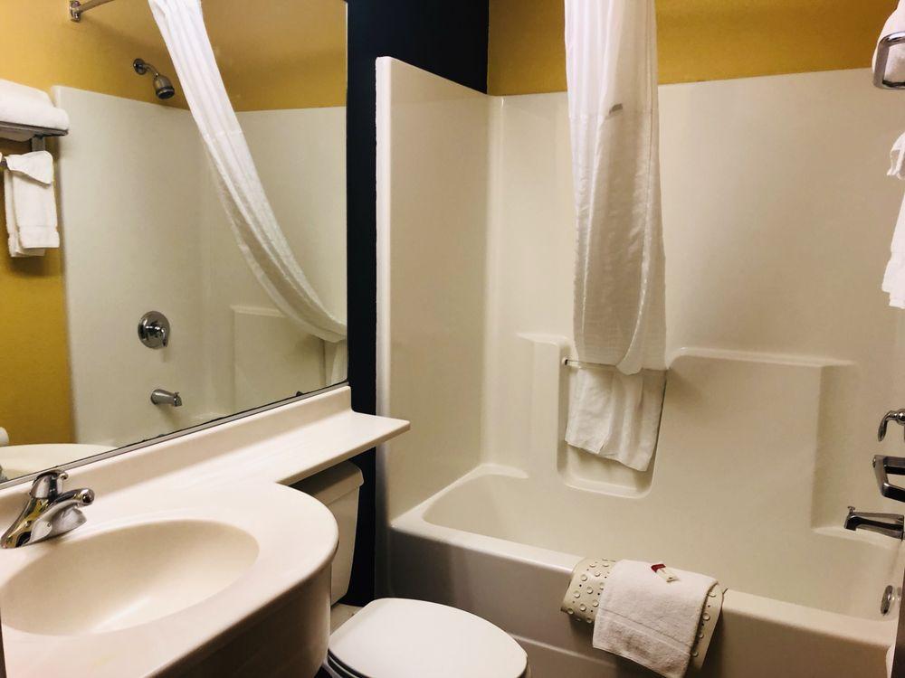 Microtel Inn & Suites by Wyndham Kearney: 104 Talmadge, Kearney, NE