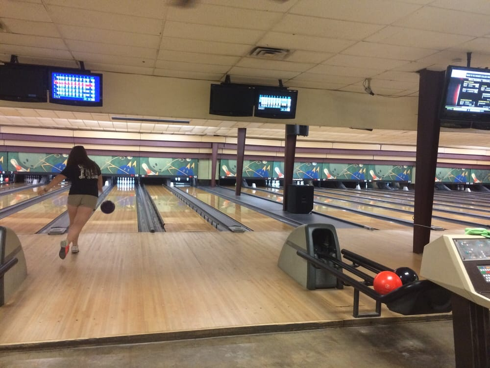 Sunset Lanes Bowling has the best bowling leagues, parties, and bowling specials in San Marcos, Texas.