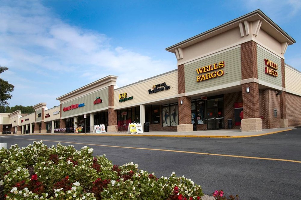 Fox Mill Shopping Center: 2551 John Milton Drive, Herndon, VA