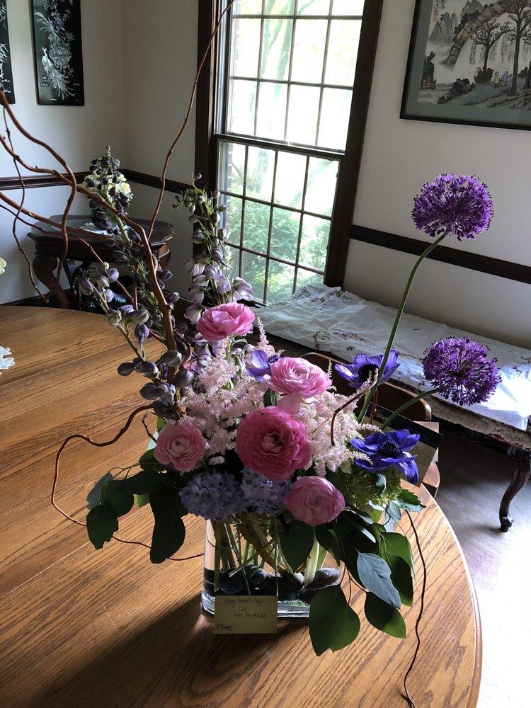 The Flower Shoppe: 2316 Far Hills Ave, Dayton, OH