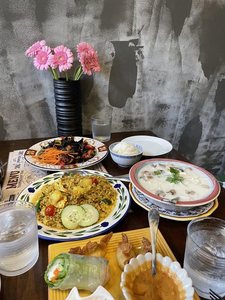 Thaprachan Thai Cuisine: 805 NE 65th St, Seattle, WA