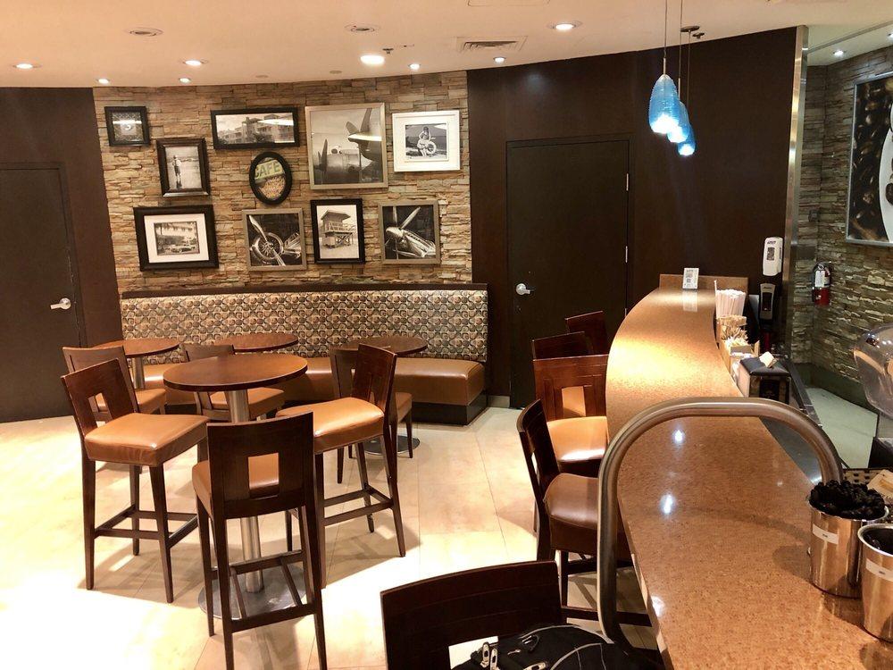 Booklink & Prive Cafe: Miami International Airport, Miami, FL