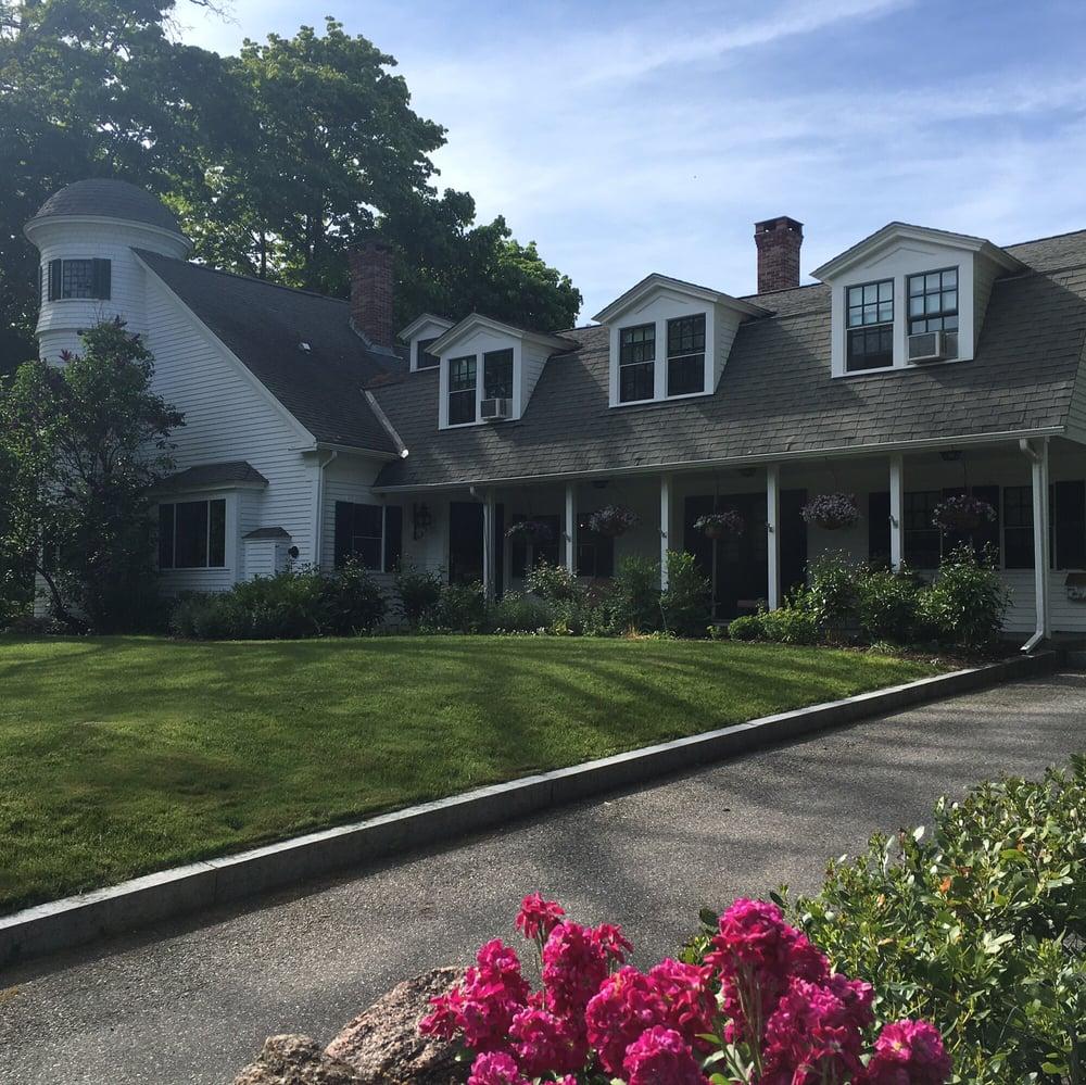 Stone Throw Cottage Inn: 67 Mount Desert St, Bar Harbor, ME