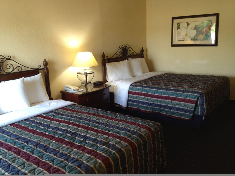 Americas Best Value Inn: 201 W Rives Rd, Clinton, MO