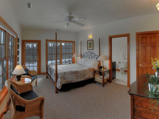 Peregrine Pointe Bed and Breakfast: 23451 Peregrine Pt, Rapid City, SD