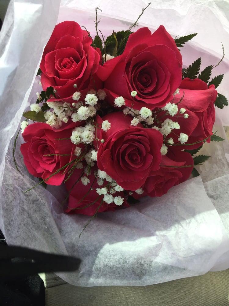 Hague Florists & Greenhouses: 201 Roberts Ave, Conshohocken, PA