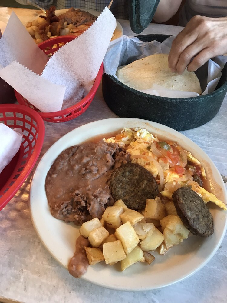 Reyna's Taco: 1801 E Sarah Dewitt Dr, Gonzales, TX