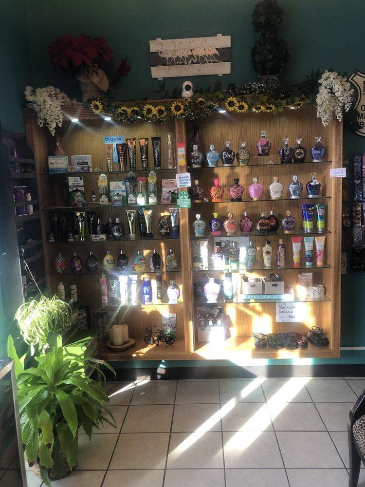 Bella Soleil Tanning & Boutique: 234 Pine Cone Rd S, Sartell, MN