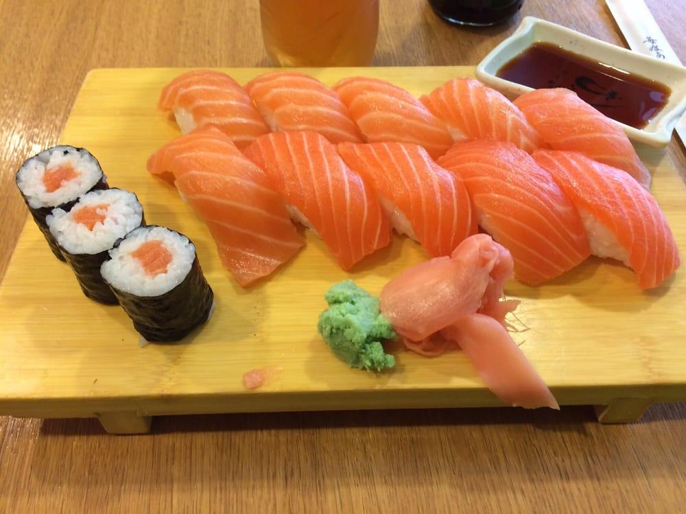 sake set gross sushi nur mit lachs yelp. Black Bedroom Furniture Sets. Home Design Ideas