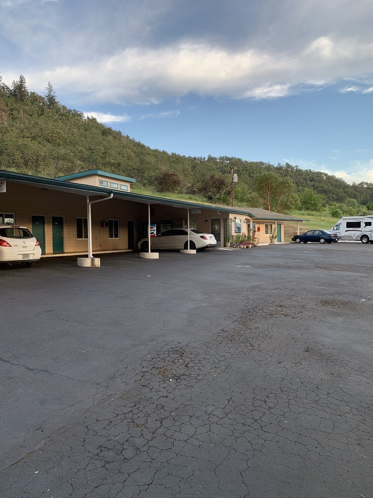 Shady Oaks Motel: 2954 Old Hwy 99 S, Roseburg, OR