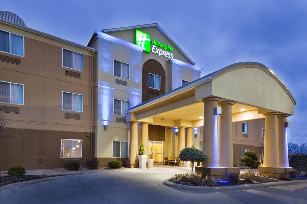 Holiday Inn Express & Suites Burlington: 1605 N Roosevelt Ave, Burlington, IA