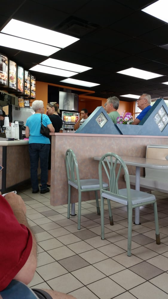 Taco Bell: 731 South Cedar Street, Imlay City, MI