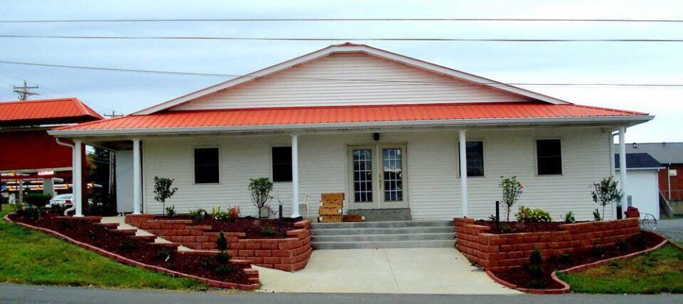 Bob's House: 602 N Main St, Tompkinsville, KY