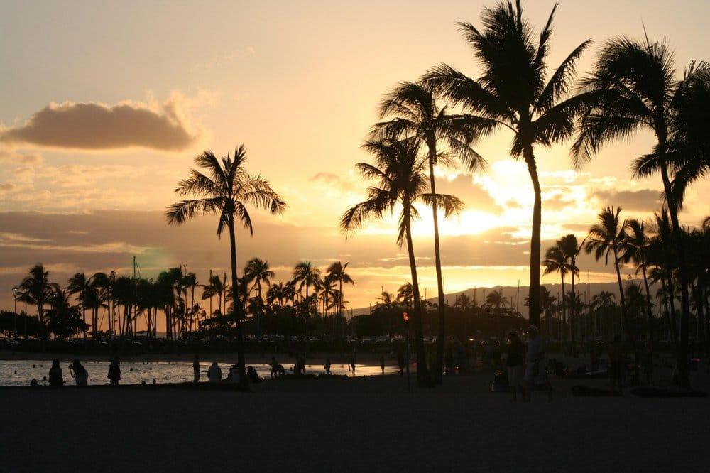 Hilton Hawaiian Village Waikiki Beach Photo Gallery: Sunset Photo In Front Of The Rainbow Tower At The Hilton