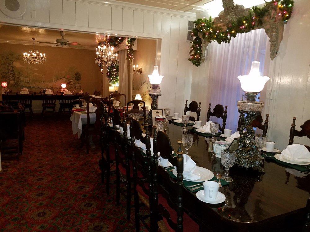 Kopper Kettle Inn Restaurant: 135 W Main St, Morristown, IN