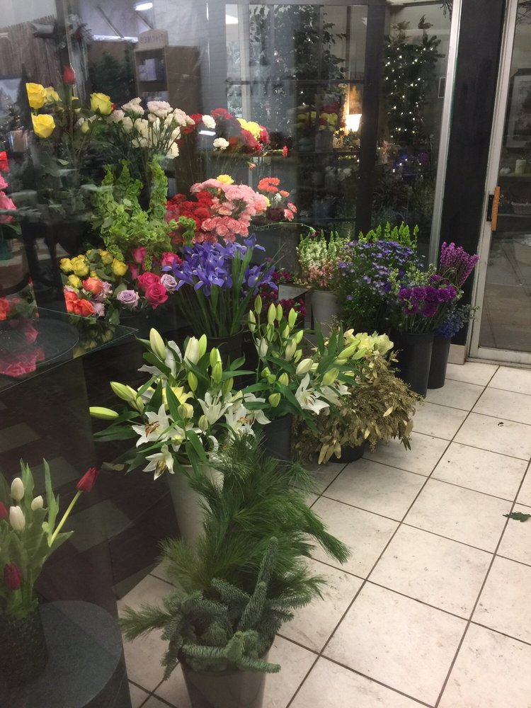 Wood's Floral & Gifts: 36 N Main St, Fond du Lac, WI