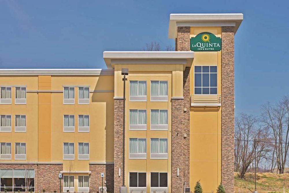 La Quinta by Wyndham Morgantown: 5000 Gateway Dr, Westover, WV