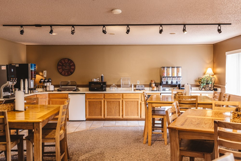 Americas Best Value Inn Covered Wagon Lusk: 730 S Main St, Lusk, WY