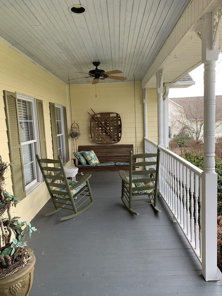 Fairway Oaks Bed & Breakfast: 4640 Plantation Dr, Morganton, NC