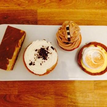 Photo de Madison Pâtisserie , Bordeaux, France. Shortbread, banofee,  cupcake nutella,